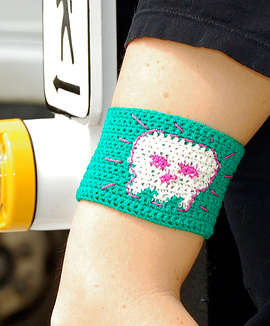 Crochet Revolution Armband by Kim Werker